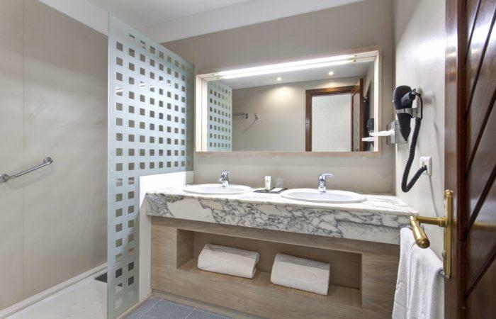 Bathroom - Suite Hotel Fariones Playa