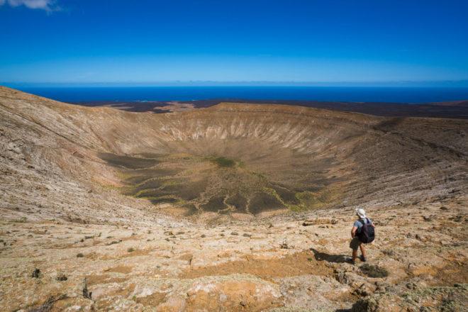 Descubre paisajes de otro mundo recorriendo los senderos de Lanzarote