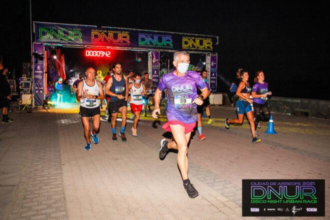Noche, música, luz y deporte. Volvió la Disco Night Urban Race Ciudad de Arrecife